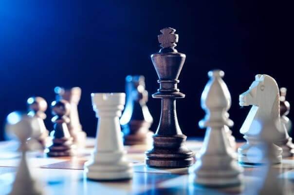 grafika przedstawiająca szachy